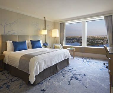 Horizon_Club_Darling_Harbour_room_at_Shangri-La_Hotel__Sydney_(1)