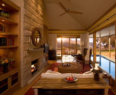 Emirates-Wolgan-Valley_Blue-Mountains_Heritage-suite-living-room