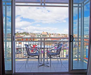 Peppers-Seaport-Hotel-City-View-Suite-Balcony.t41177