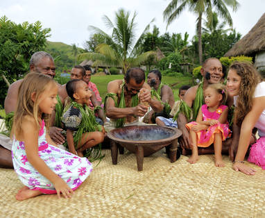 100093_-_Kava_with_visitors
