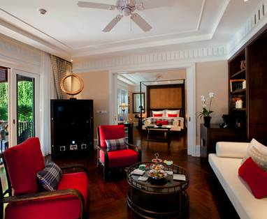 Hi_HUCNXPH_44461940_Louis_Leonowens_Suite_Living_Room