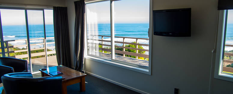 Breakwater_suite_views_to_Tasman_Sea