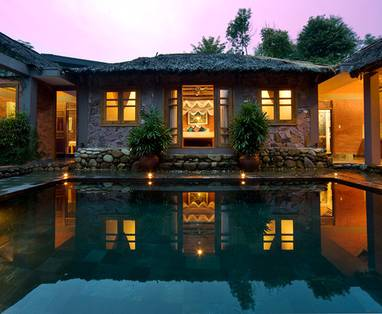 Traditional_Vietnamese_Pool_House_3