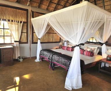 kafunta-river-lodge-reno-chalet-bed