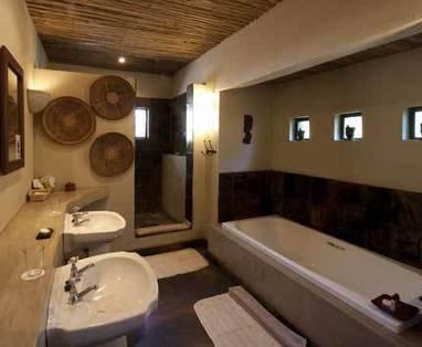 Mashatu - Warme badkamer ...